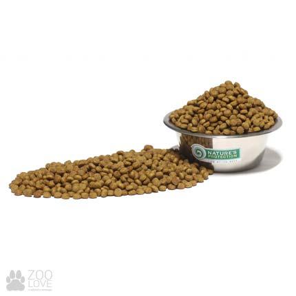 Гранулы корма сухого для кошек Nature's Protection Neutered